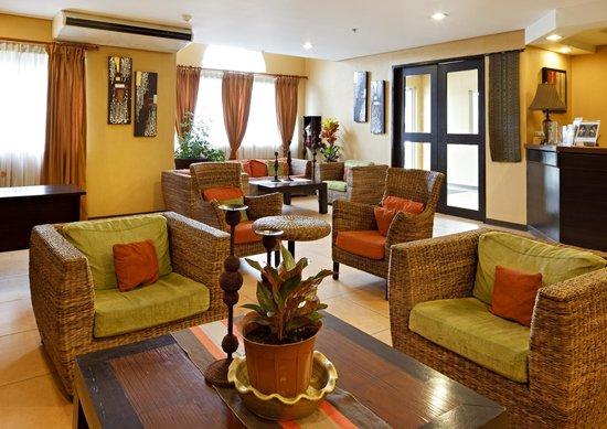 Microtel Inn & Suites by Wyndham Davao: Lobby