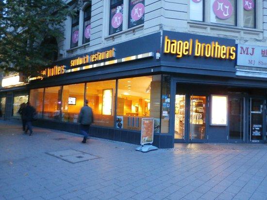 Bagel Brothers: Restaurant exterior