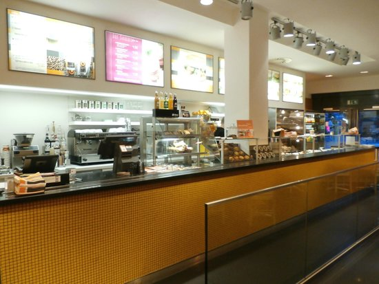 Bagel Brothers: Counter area