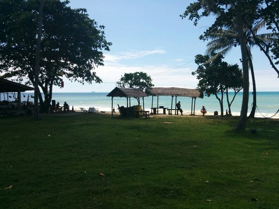 Klong Khong Beach Resort: View of beach from our big bungalow v1, enjoy
