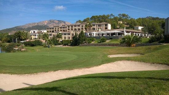 Steigenberger Golf & Spa Resort Camp de Mar : Hotelansicht vom Golfplatz