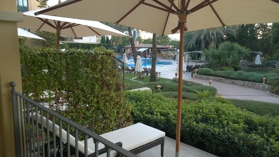 Steigenberger Golf & Spa Resort Camp de Mar : Blick vom Zimmer/Terasse richtung Pool