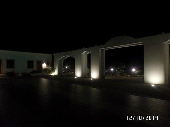 Tenute Plaia Agriturismo: Il Patio di notte
