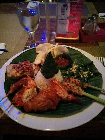 Ketumbar Restaurant & Lounge: ナシ・チャンプル