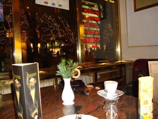 Hotel Ambassador - Zlata husa: В лобби отеля