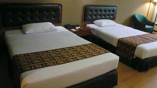 The Twin Towers Hotel: ベッドです