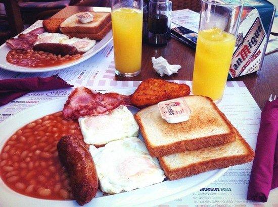 Hostal Ferrer: Завтрак 5евро (если оплатить заранее) и 6 евро если платить на месте. Очень вкусно и сытно.