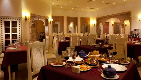 Coral Sea Holiday Village: Sari - Indian Restaurant