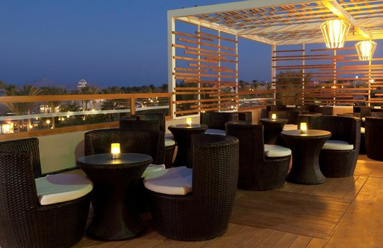 Coral Sea Holiday Village : The View Bar - Terrace