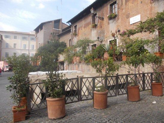Piazza dei Mercanti (Roma)