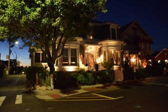 Prince Albert Guest House : The Guest house at night