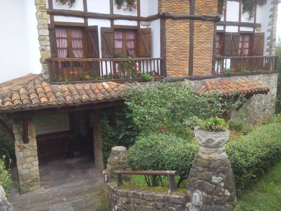 Andra Mari Restaurant : Vista frontal del caserio