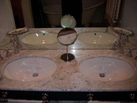 Vasca Da Bagno In Inglese : Vasca da bagno inglese nella suite matilde picture of bed and