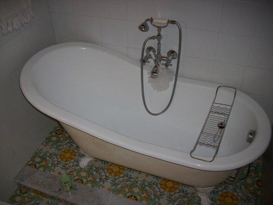 Vasca Da Bagno I Inglese : Doppio lavabo nella picture of bed and breakfast bidermaier