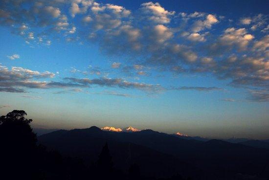 Alkananda Resort: View of Kanchenjunga from the 1st floor open terrace.
