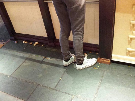 The White Hart in Colchester: Filthy floors