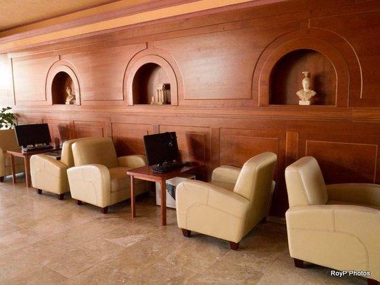 Comfort Hotel: Lounge computer area