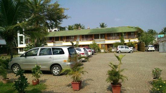 Kalapet, India: Parking area