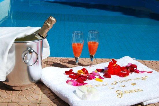 Aperitivo a bordo piscina foto di hotel flamingo gaeta tripadvisor - Bordo perimetrale piscina prezzi ...