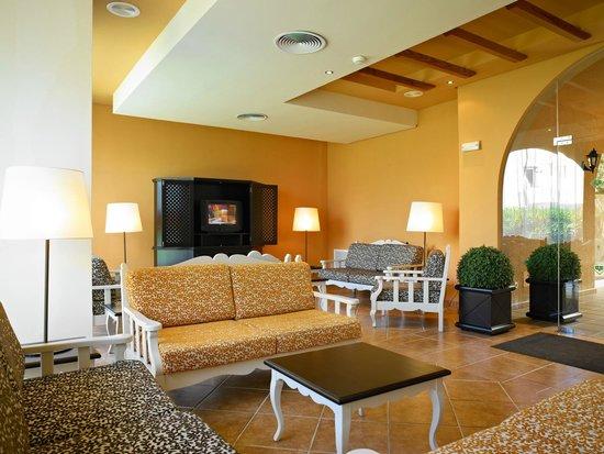Protur Bonaire Aparthotel: TV room
