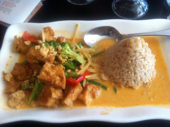 Photo of Thai Restaurant Khao Sarn Thai Cusine at 311 Bedford Ave, Brooklyn, NY 11211, United States