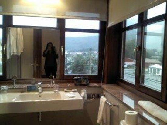 El Indiana Hotel: Baño de la habitación