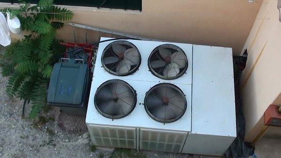 Hotel Reine d'Azur: refrigerators under my window.