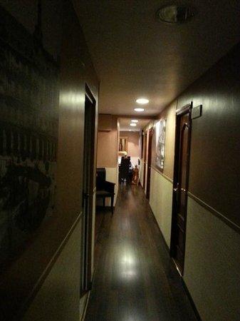 THC Bergantin Hostel: pasillo para las habitaciones