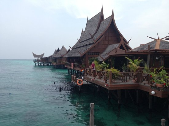 Mabul Water Bungalows: Bar and Spa