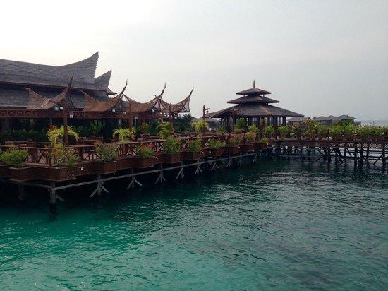 Mabul Water Bungalows: Resort
