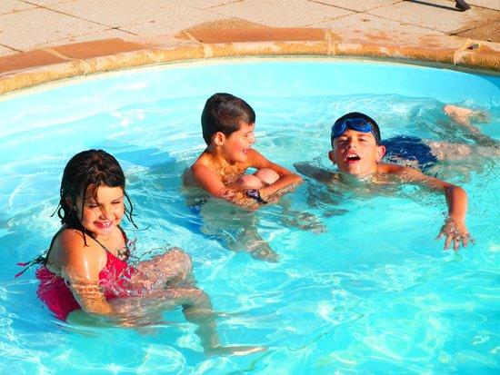 Inter Hotel du Faucigny : Detente au bord de la piscine