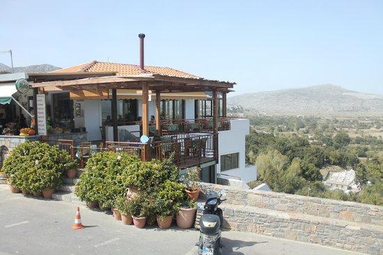 Anogia, Yunanistan: Здесь можно вкусно покушать