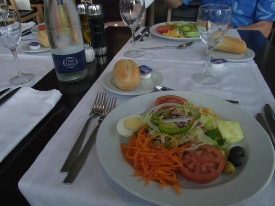 Holiday Inn Elche: 大盛りのサラダ
