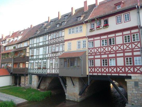 Krämerbrücke: Мост с домами