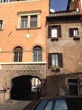 Arco del Lauro: Arco de' Tolomei
