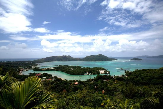 Ostrvo Praslin, Sejšeli: A  wider view of Praslin and nearbly islands from the lookout