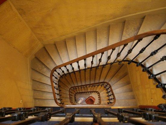 BEST WESTERN Royal Saint Jean : Stair case in hotel