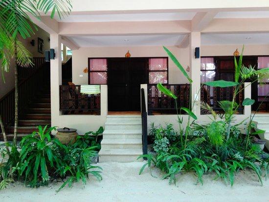 Chaweng Garden Beach Resort: Room entrance