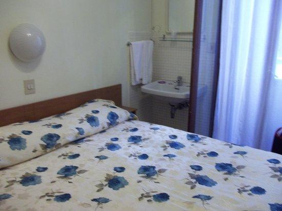 Hotel Rossi: habitacion antigua pero limpia y comoda