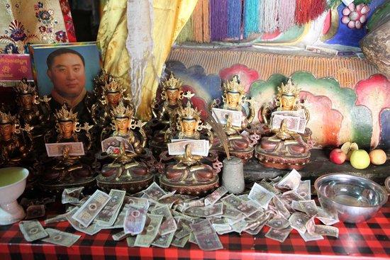 Trandruk Monastery: Pilgrims come here and make donations