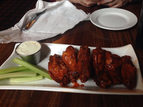 Ri Ra Irish Pub: Yummy wings!
