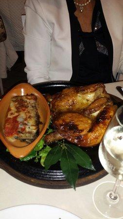 Il Vagabondo di Mare: Pollo cotto nel forno a legna, solo si richiesta, e parmigiana di melanzane.Ottimi
