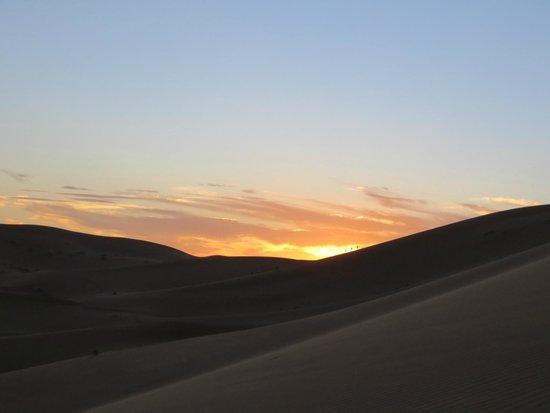Moda Camp Merzouga: Pôr do sol à chegada ao acampamento