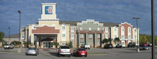 Motel 6 Park City: Charming, cute and fun exterior could use a coat of white paint on trim