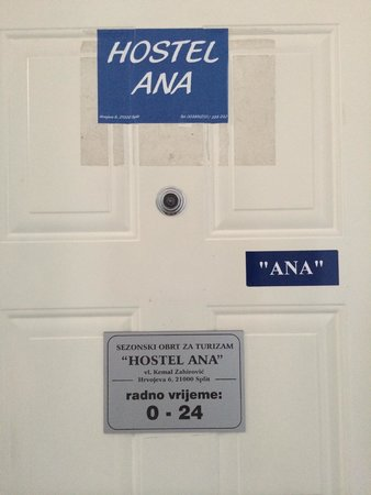 Hostel Ana : Entrance door