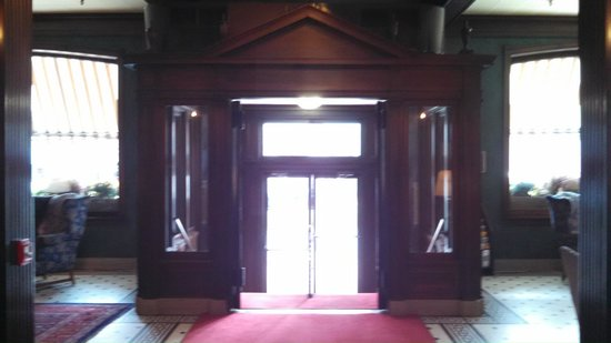 Penn Wells Hotel Main Entrance (Inside)