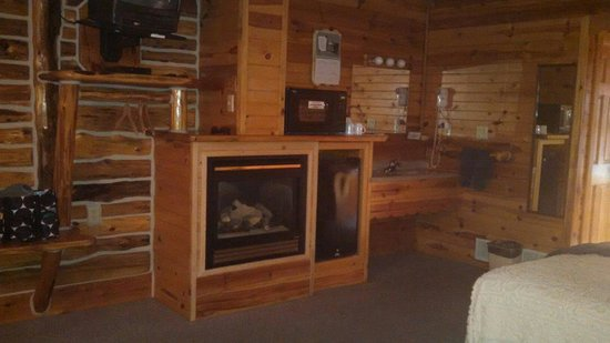 The Shack Bed and Breakfast: Fireplace