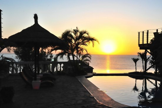 Catembe Gallery Hotel: View of sun rise from the pool
