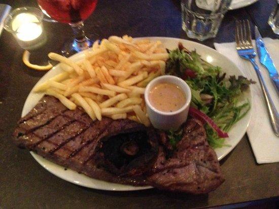 D'Vine Restaurant and Social Bar: amazing steak