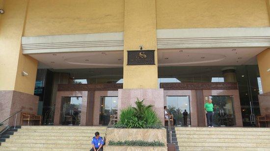 Summit Hotel Subang USJ: Hotel entrance